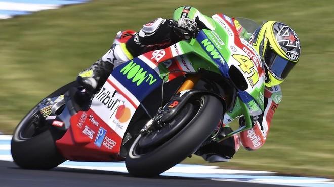 rozas40609275 spain s motogp rider aleix espargaro steers his aprilia duri171020085822