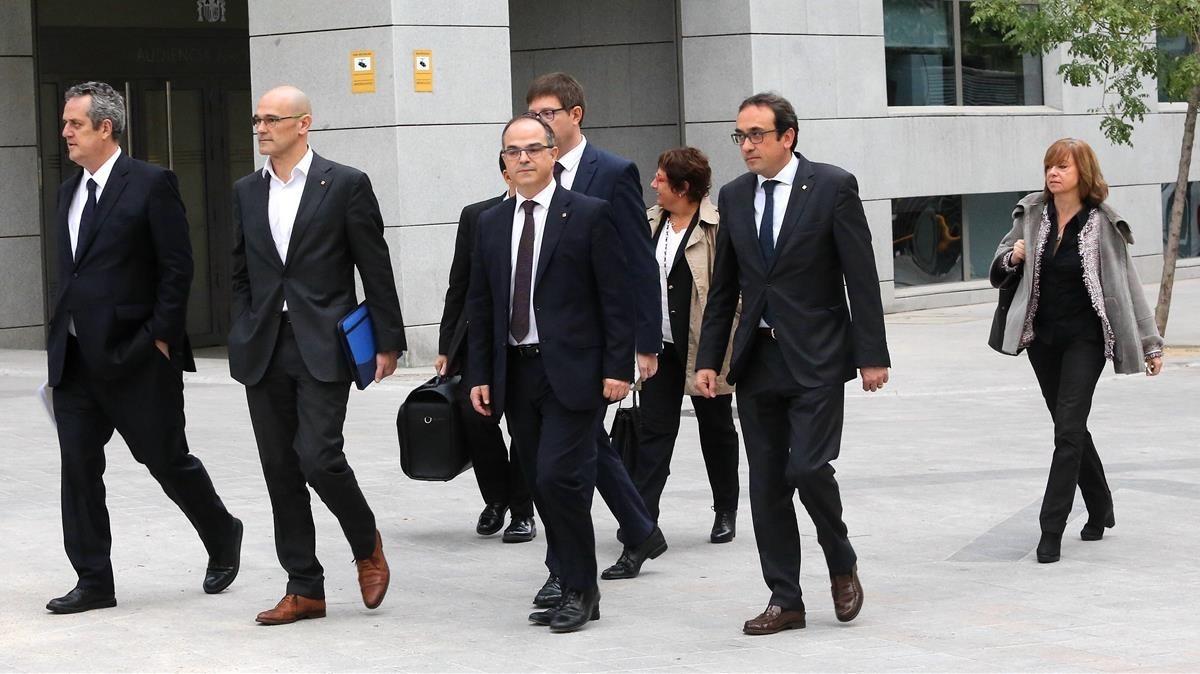 Los exconsellers dirigiéndose a la Audiencia Nacional.