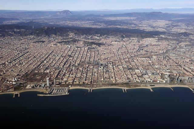 La renta sigue cayendo a plomo en los barrios más pobres de Barcelona
