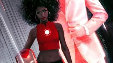 Una adolescent negra es vesteix d'Iron Man