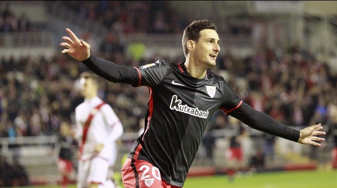 Aduriz celebra un gol, esta temporada.