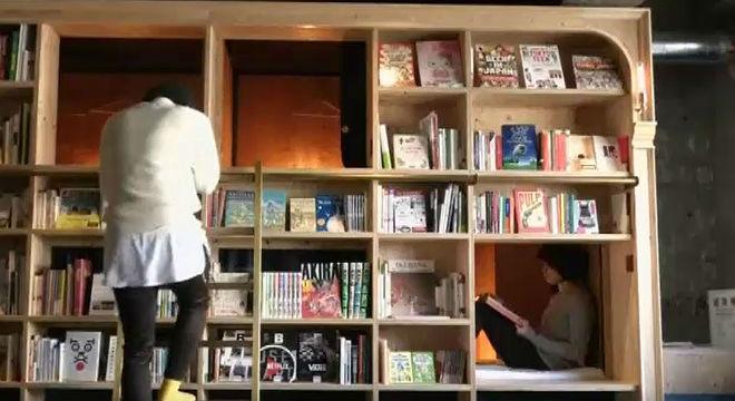 Dormir en una librería ya es posible en Japón...un hotel cápsula temático.