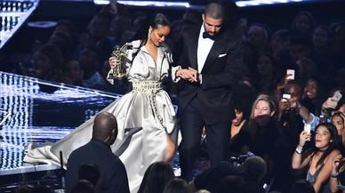 Rihanna no fa cas a la declaració d'amor de Drake