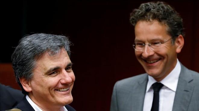 L'Eurogrup acorda treballar per alleujar el deute de Grècia