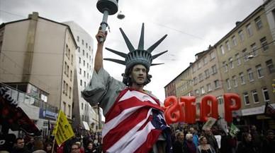 Manifestaci�n contra el TTIP en Hann�ver, con motivo de la visita de Barack Obama a la ciudad alemana, el pasado 23 de abril.