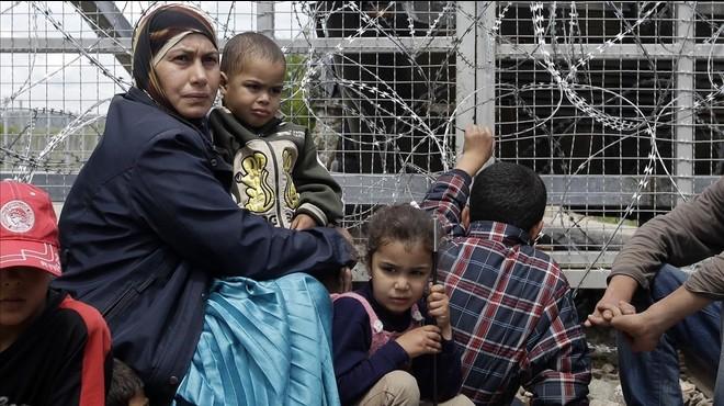 """Metges Sense Fronteres titlla d'""""abdicació històrica"""" l'acord de la UE amb Turquia sobre refugiats"""