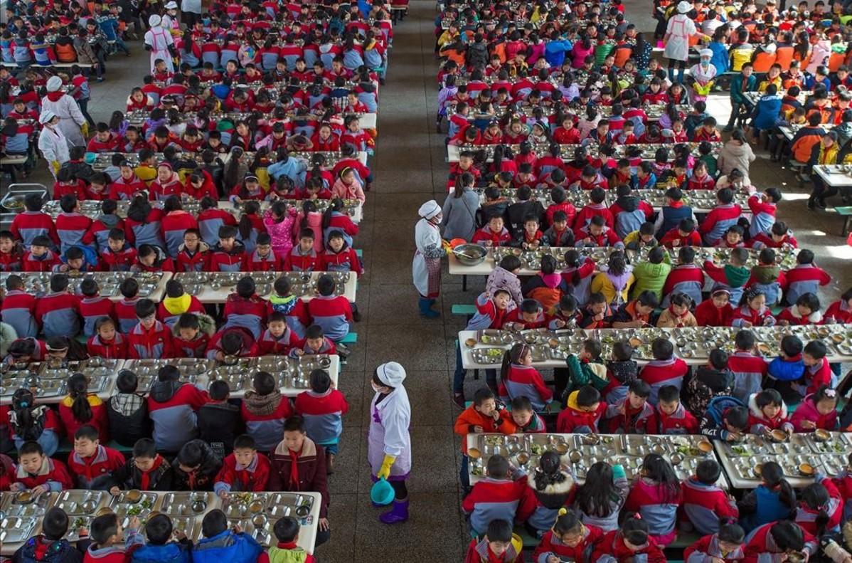 Plano general del comedor de una escuela primaria en Wuhan. China.