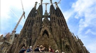 La sagrada Familia es el monumento m�s veces citado en el libro como el elemento m�s kitsch de Barcelona.
