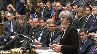 El 'brexit' enfrenta a los ministros de May