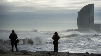 Trànsit demana precaució pel vent fort o huracanat a l'AP-7 i la N-II