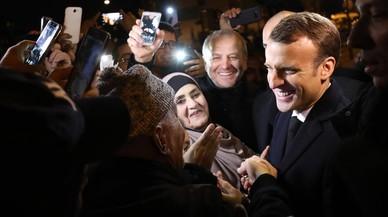 Macron visita la 'banlieue'