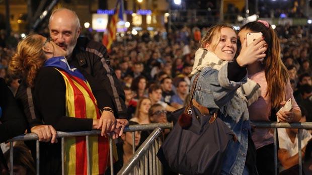 Flamenco, tensión y Puigdemont, en la plaza de Catalunya