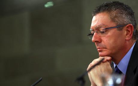 El ministro de Justicia, Alberto Ruiz-Gallardón, durante la rueda de prensa posterior al Consejo de Ministros, el pasado viernes.