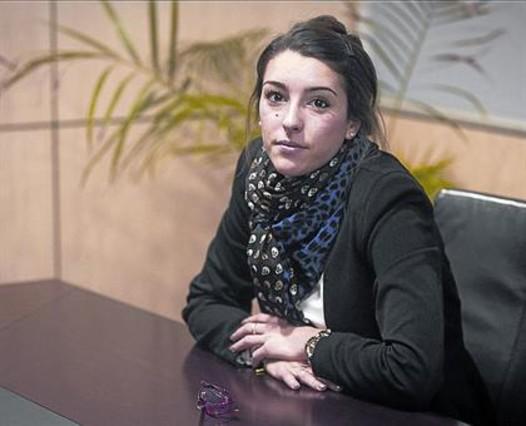 La afectada 8 Clío Almansa en el despacho de su abogado.