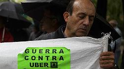 Dos coches de Uber aparecen quemados en Sant Mart�