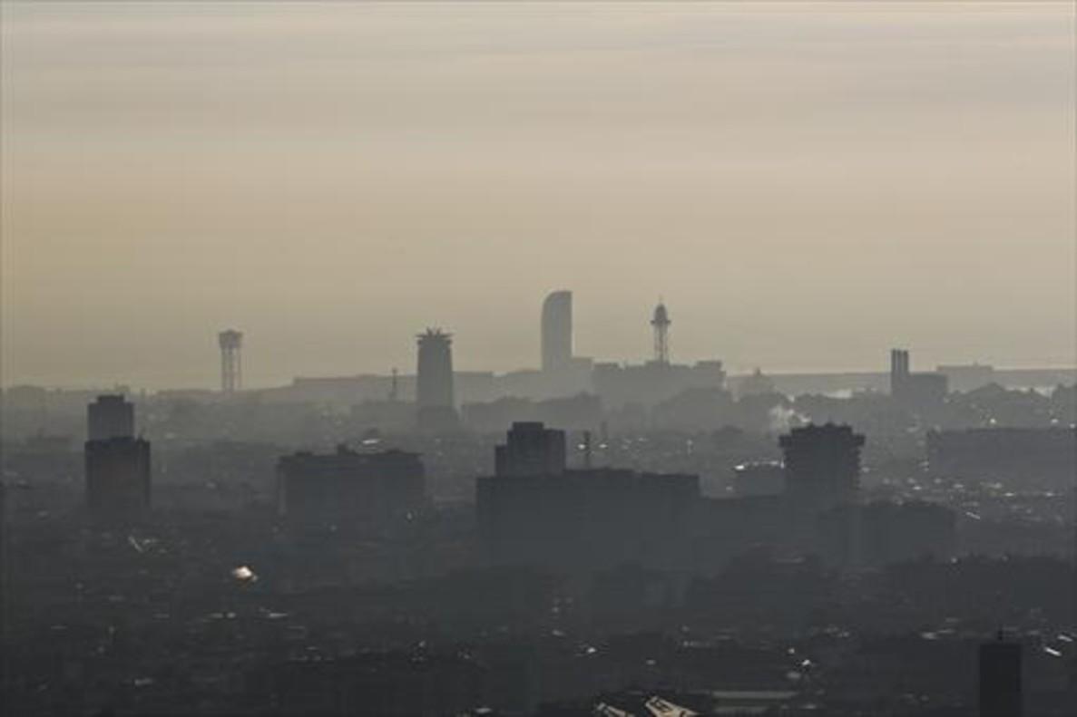 Contaminación 8 Barcelona, vista desde uno de los miradores de la carretera de las Aigües.