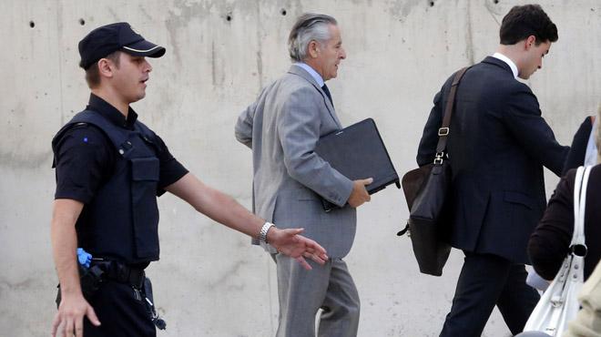 La Fiscal�a pide seis a�os de c�rcel para Blesa y cuatro a�os y medio para Rato por las 'black'