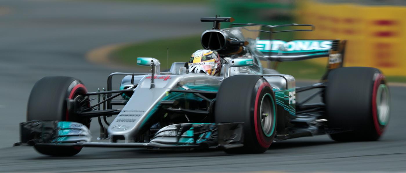 Hamilton se lleva la primera pole de la temporada, Carlos Sainz es octavo y Alonso décimotercero (ES)