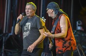 Ian Gillan y Roger Glover, de Deep Purple, ayer, durante su actuación en el Rock Fest BCN.