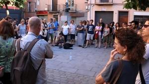 Encuentro en favor de la convivencia en la plaza de la Llibertat, en Ripoll, el 22 de agosto.