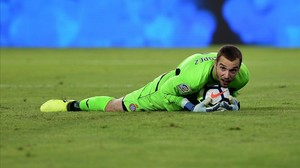 rpaniagua39812205 espanyol s goalkeeper pau lopez c controls the ball during170826191554