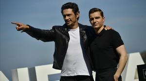 El director y actor James Franco (izquierda), en San SEbastián, donde ha presentado junto a su hermano Dave la película The diaster artist.