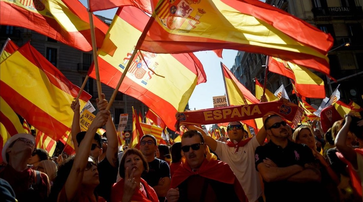 zentauroepp40459836 people wave spanish flags during a demonstration called by 171008111614