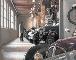 Una de las salas del nuevo museo de coches retro.