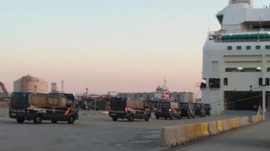 Els estibadors no proveiran els vaixells que allotgen la policia a Catalunya