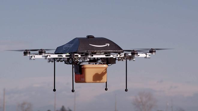 Amazon finalizó la primera entrega comercial de un pedido mediante su dron, en Cambridge el pasado 7 de diciembre.