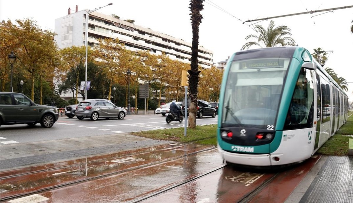 Apostemos por los vehículos eléctricos y olvidemos el tranvía