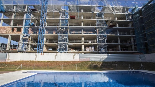 Bloque de pisos en construcci�n en residencial Blau Cel, de Terrassa, esta semana.