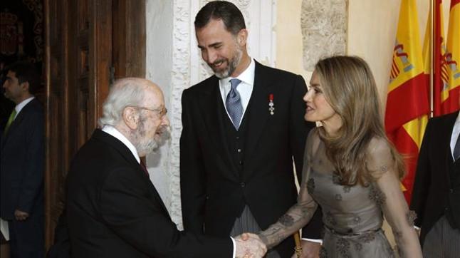 """Caballero Bonald defiende la palabra """"contra los desahucios de la raz�n"""" al recibir el Cervantes"""