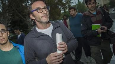 El responsable de la reserva, Carlos �lamo, a su llegada a los juzgados de Valencia.