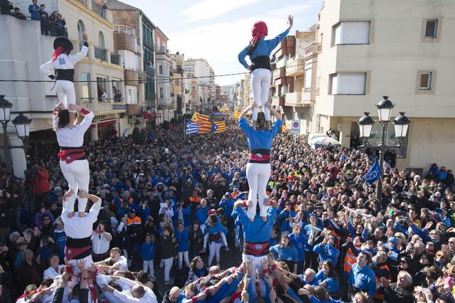 Unas 50.000 personas toman las calles de Amposta contra el plan del Ebro