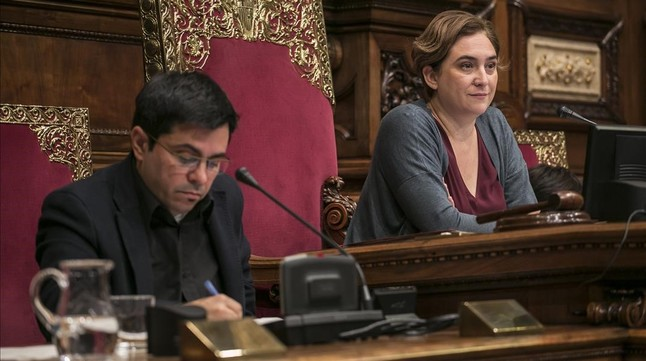 Barcelona En Comú crea un fondo social con el excedente del sueldo de sus cargos electos