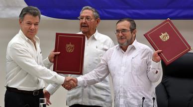 El president de Colòmbia i el líder de les FARC segellen la pau a l'Havana