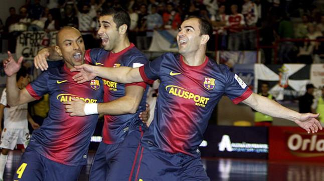 El Bar�a alcanza la final de la Copa de Espa�a de f�tbol sala tras vencer al Santiago (2-5)