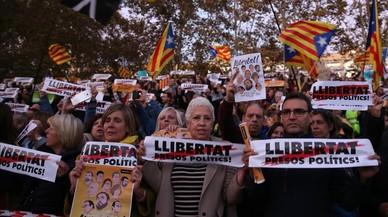 Manifestantes con carteles de 'Llibertat presos politics!