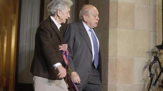 Marta Ferrusola y Jordi Pujol, en el Parlament, en febrero del 2015.
