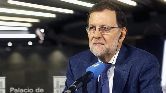"""Rajoy ofrece al PSOE un pacto """"sin líneas rojas"""""""