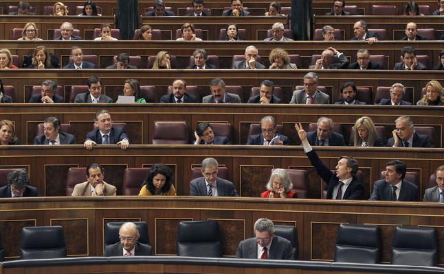 Estampida de los diputados del Congreso para irse de puente