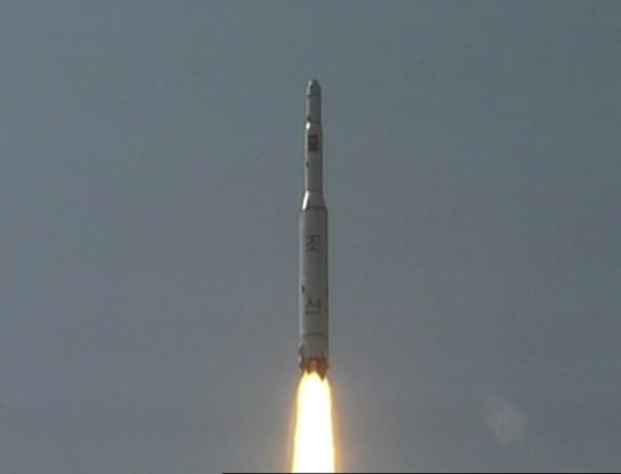 Lanzamiento de un misil de largo alcance, en Corea del Norte, el 5 de abril del 2009.  AP