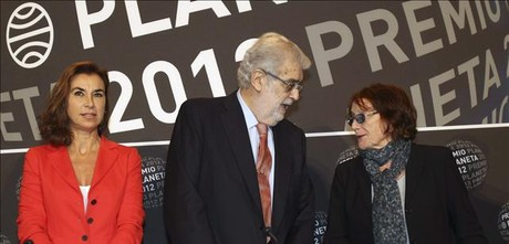 El presidente del grupo Planeta, Jos Manuel Lara, junto a dos miembros del jurado.
