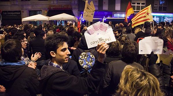 Protestas ciudadanas ante las sedes del PP en Madrid y Barcelona