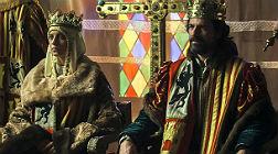 Michelle Jener y Rodolfo Sancho, caracterizados como los Reyes Cat�licos en la serie 'Isabel'.