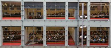 La universidad podr� ofrecer grados de 3 a�os y m�steres de 2