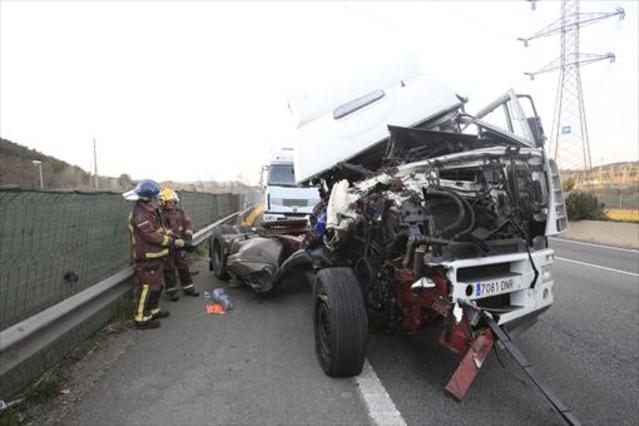 Accidente en la A-2, en Sant Andreu de la Barca, en febrero pasado.