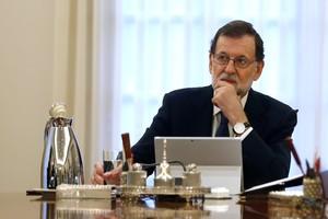 Rajoy, durante el Consejo de Ministros extraordinario de este miércoles.