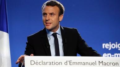 L'exministre Macron sacseja el tauler polític francès